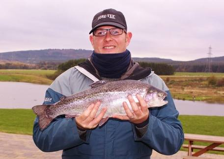 Euan Murray from Edinburgh brought this 4lb 10oz fish to the net on his first visit with a green damsel